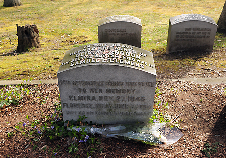 Mark Twain wife's grave, Elmira, NY, low res