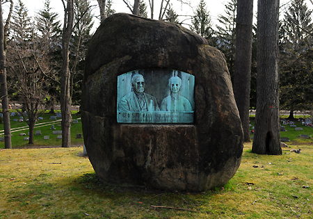 McCann rock grave, Elmira, NY, low res