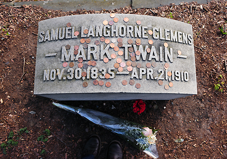Mark Twain's grave, Elmira, NY, low res